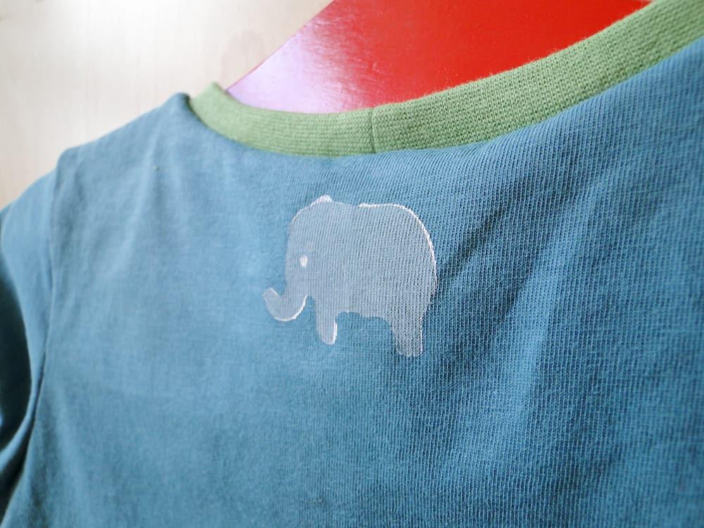 Elefant auf Shirt stempeln für Kinder