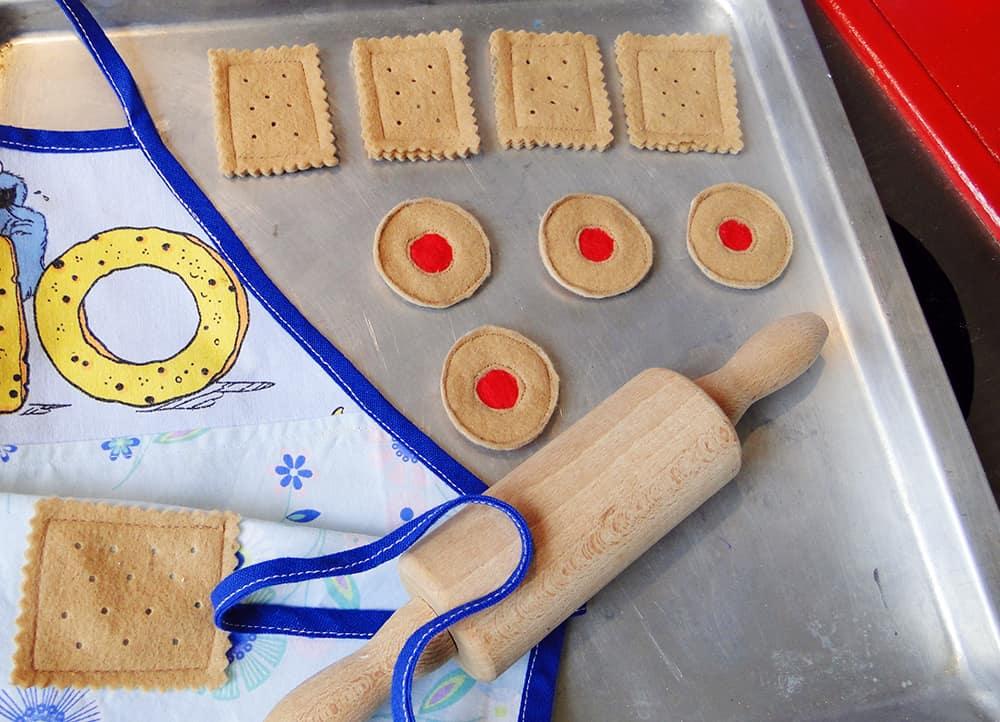 Kinderküche und Kaufladen: Filzkekse nähen