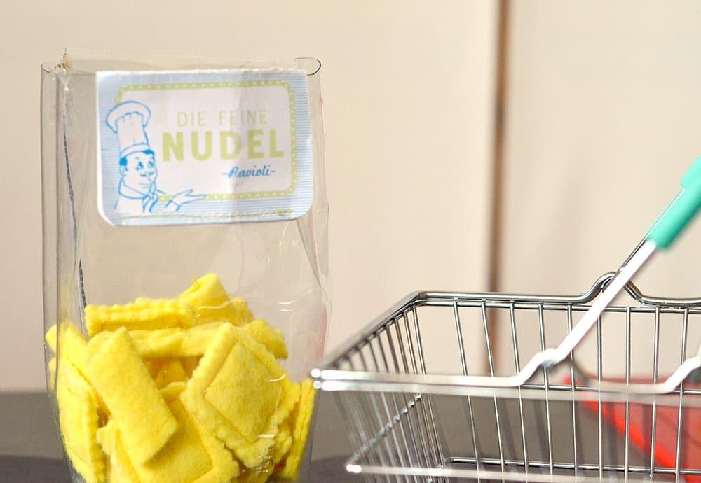 Nudeln für die Kinderküche selbstgemacht aus Filz