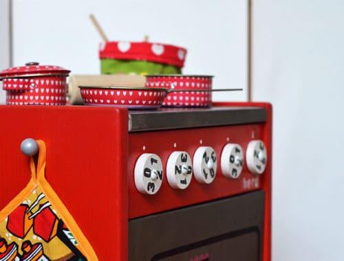 Upcycling-Spielküche: Kinderherd selber bauen