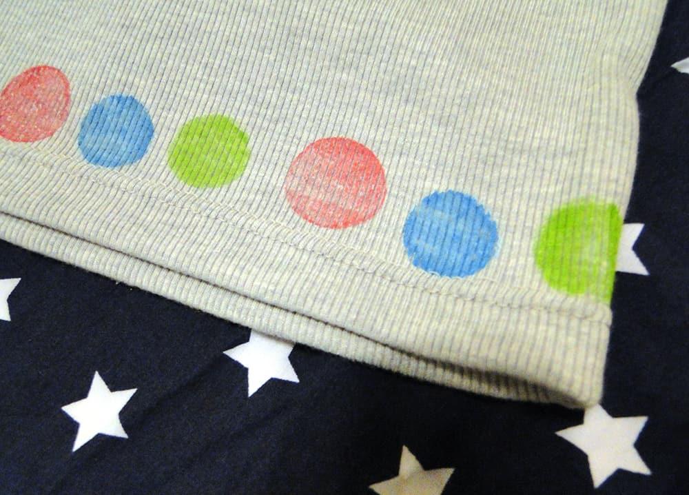 Stoffdruck mit Korken: T-Shirt Saum bedrucken