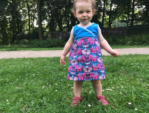 einfaches Schnittmuster für ein Kleinkinder-Kleid aus gewebten Stoffen