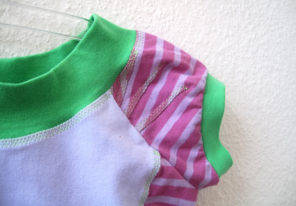 Kleiderschnitt für Kinder & jersey: Kurze Raglanärmel mit Falten