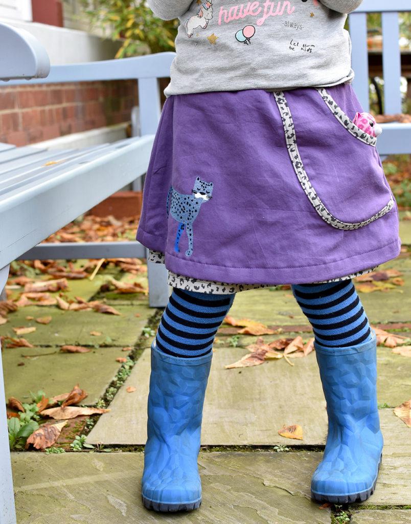 lila Mädchenrock schnell und einfach genäht mit Leopard Plot von kits4kids
