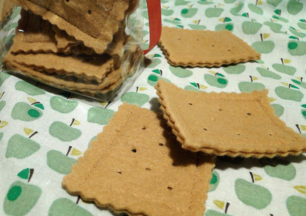 Butterkekse aus Filz für die Kinderküche: Nähanleitung