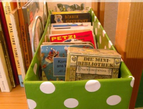 Pixibuchkiste mit Wachstuch bekleben. Bücherkiste für Kinder schnell selbermachen