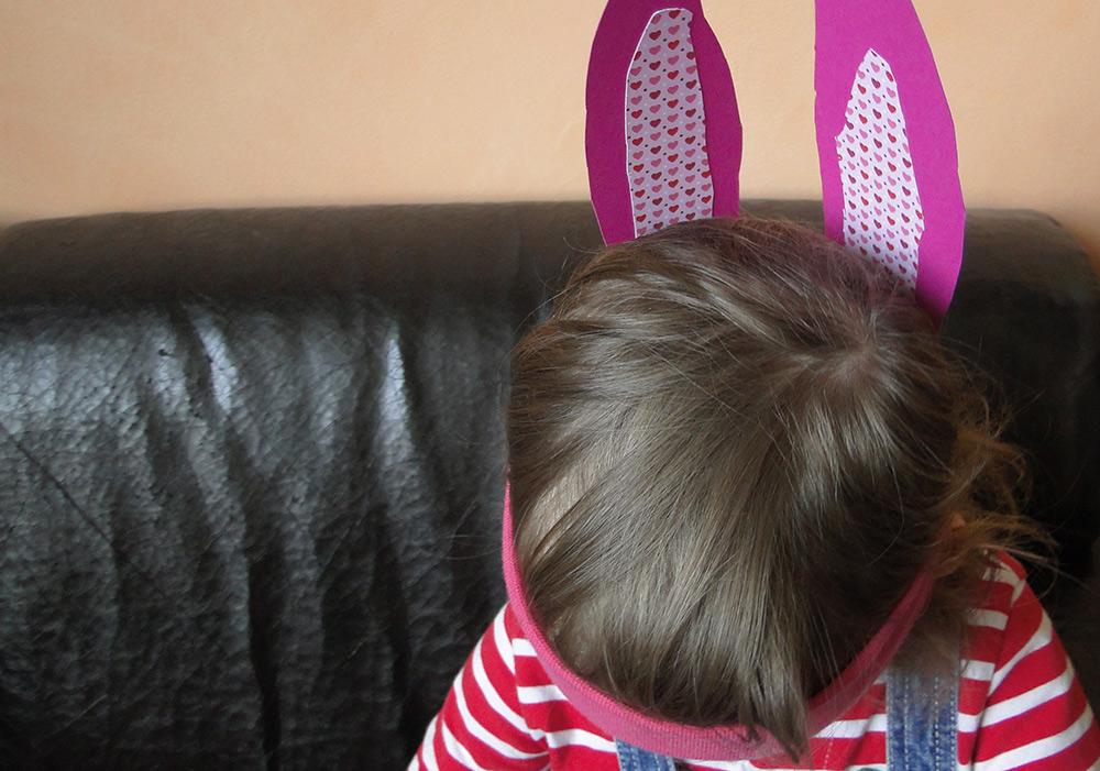 Osterhasen-Ohren basteln mit Haarband
