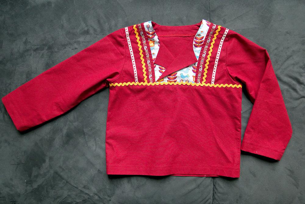 Folklore-Hemd für Kinder nähen aus Baumwolle