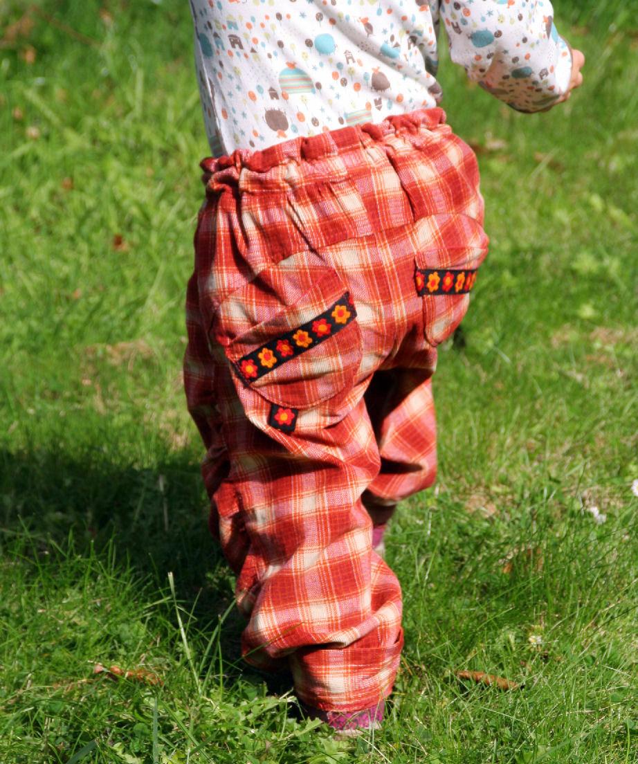 Kinderhose aus Baumwolle nähen: Schnitt und Nähanleitung