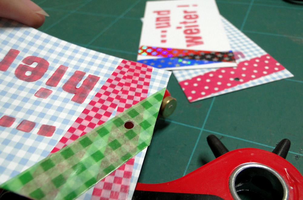 Lesezeichen basteln aus Pappe: lochen