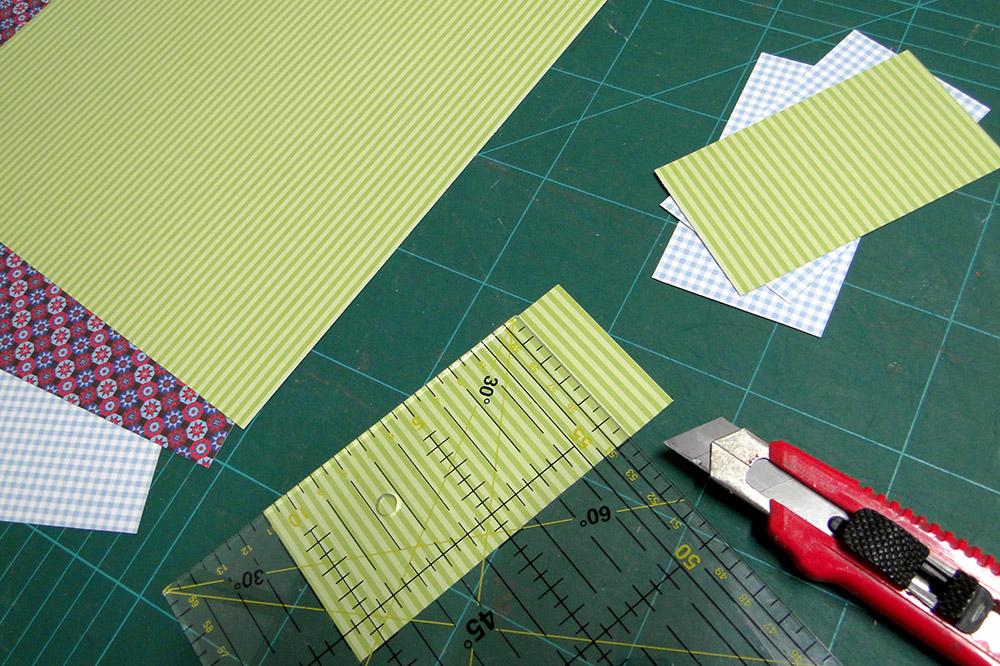Lesezeichen aus Bastelkarton ausschneiden