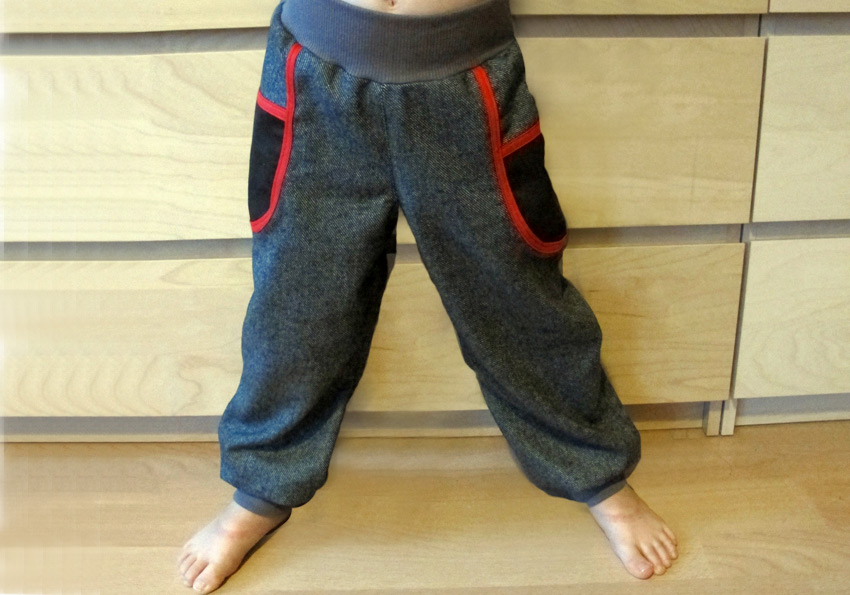 Einsatz-Hose aus klassichem Hosenstoff für jungs