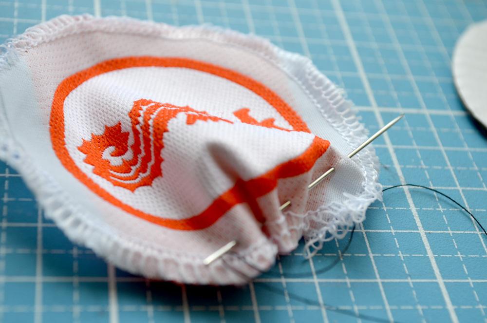 Seepferdchen-Abzeichen auf Badekleidung nähen: So gehts