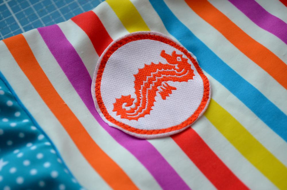 Seepferdchen / Schwimmabzeichen auf Schwimmanzug nähen