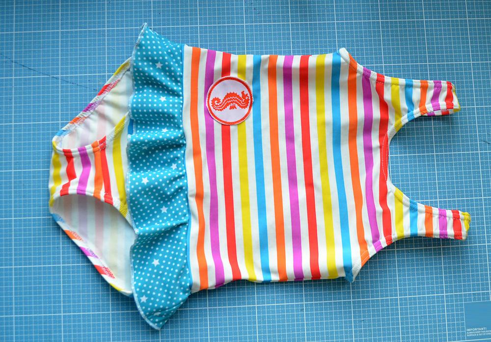 Badeanzug mit Seepfedchen selber nähen: Schnittmuster für Kinder