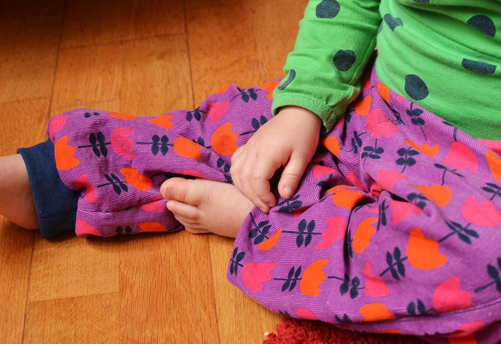 Cordhose mit Bündchen für kleine Kinder nähen