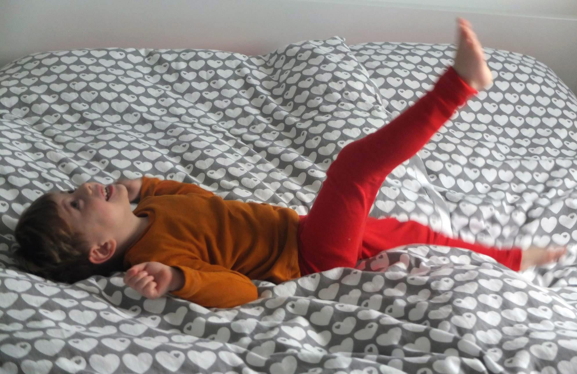 Aus Strick genähte warme Kinder-Unterwäsche