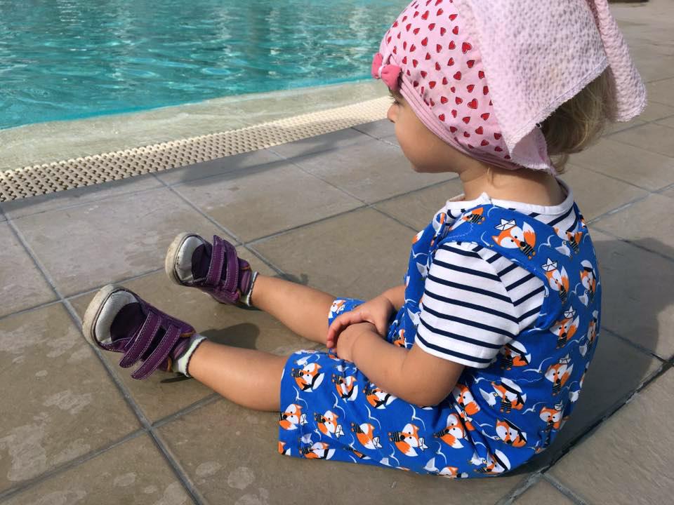 Sommerhose, Trägerhose für Kleinkinder nähen: Schnittmuster und Näh-Anleitung