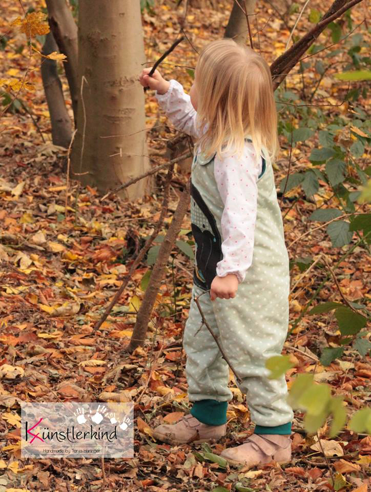 Latzhosen-Schnittmuster für Mädchen im Kindergartenalter