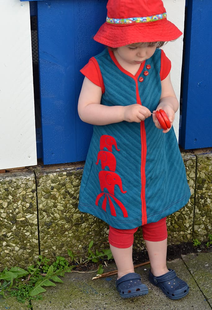 geteilt-durch-Kleid mit Käppchenärmeln und Elefanten-Plottermotiv von Erbsenprinzessin