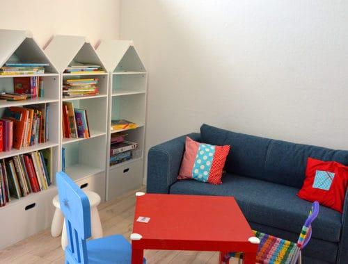 Bücherregale in Häuschen-Form fürs Kinderzimmer