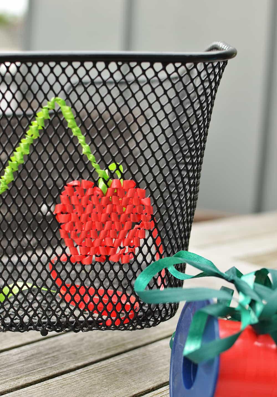 DIY auf Fahrradkorb oder anderes Gitter sticken