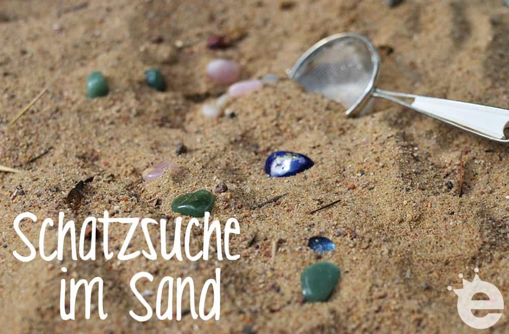 Schatzsuche im Sand, am Strand, mit Edelsteinen