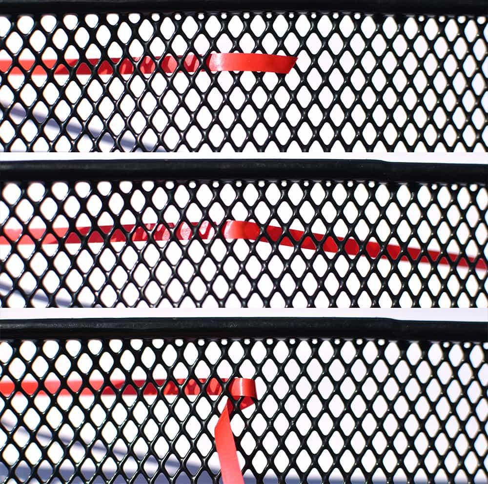 Sicken auf einem fahrradkorb oder Gitter