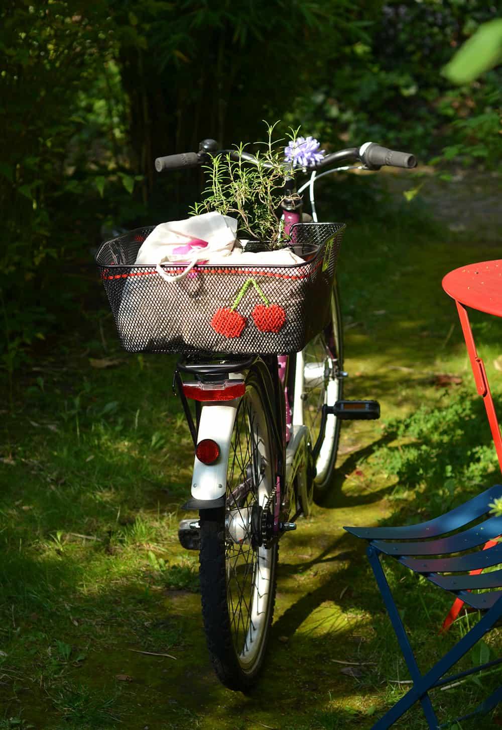Fahrradkorb mit Stickerei