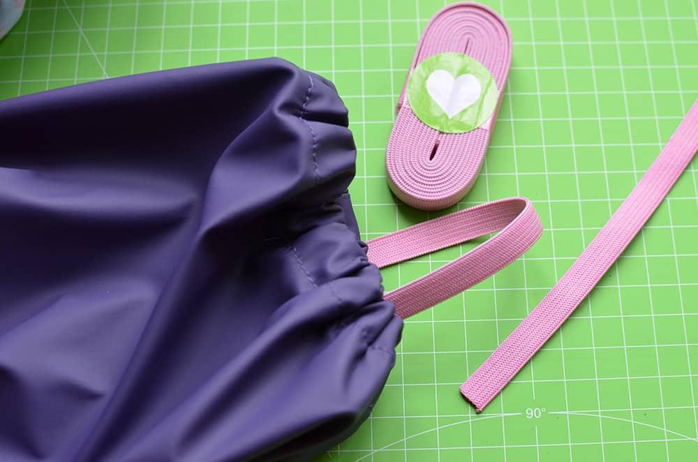 Regenhose: Stiefelgummi annähen