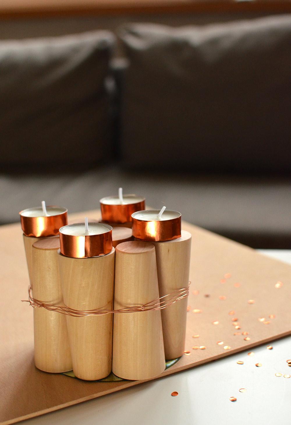 selbstgemachter Adventskranz in letzter Minute: Holz und Kupfer, schlicht