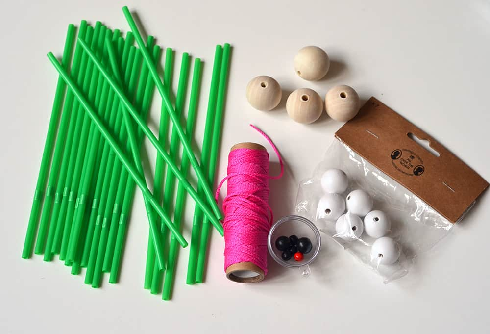 DIY-Anleitung: Weihnachtsbäume aus Trinkhalmen basteln