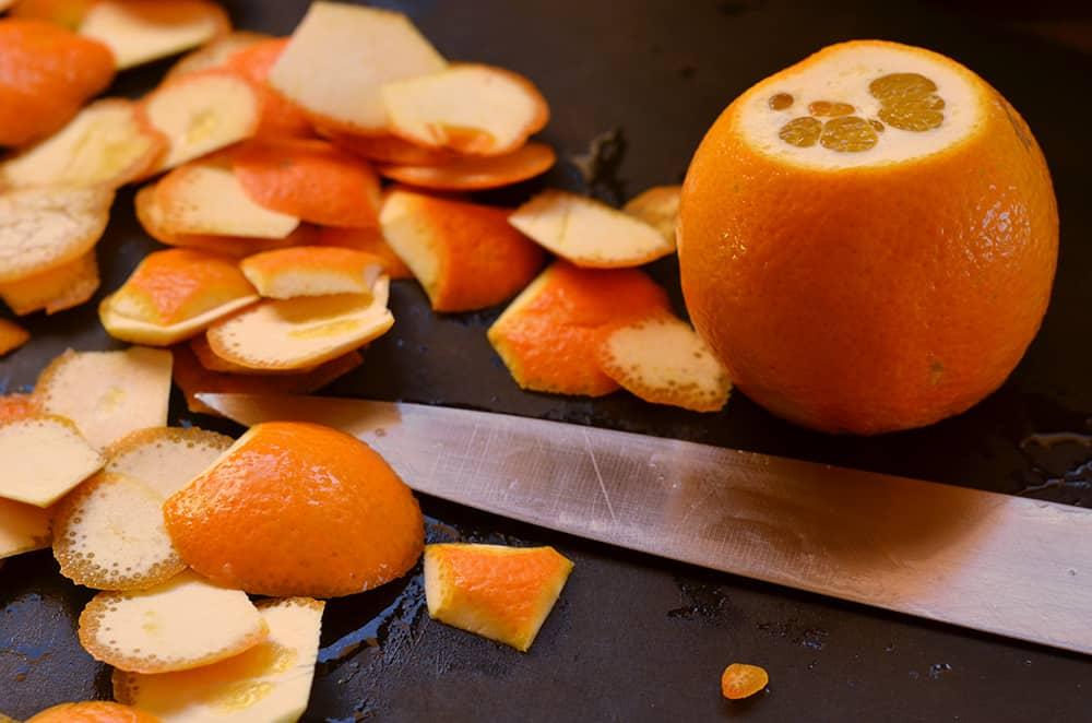 Orangen schälen um Marmelade zu kochen