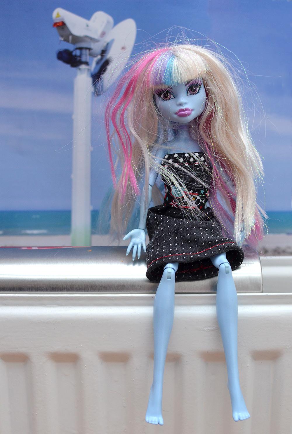 Recycling-Barbiekleid aus alter Krawatte basteln