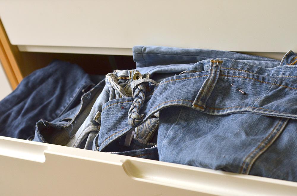 Alte Jeans für Upcycling-Nähprojekte
