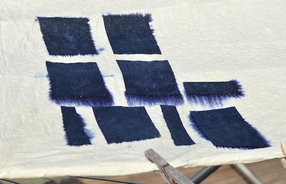 Shibori-artig färben mit Jeansblautüchern