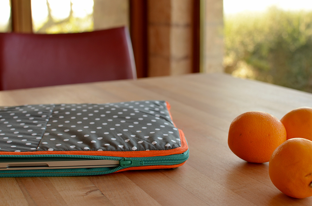 selbstgenähte Laptoptasche aus regenschirm