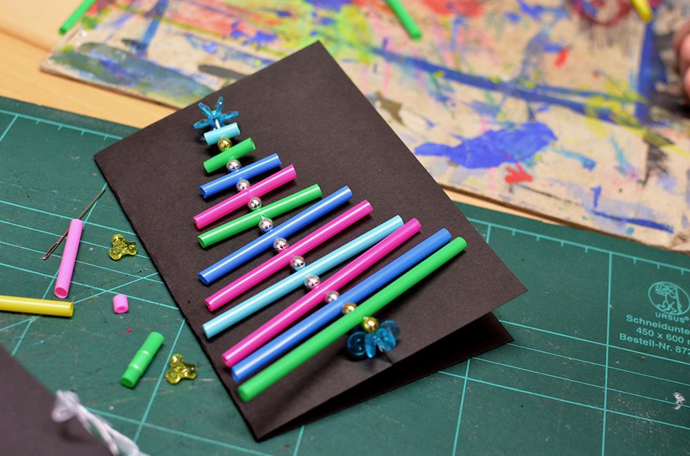 Adventsbasteln mit Schulkindern: Karten mit tannenbaum