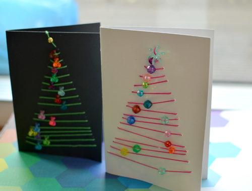 Adventsbasteln Schulkinder: Karten mit genähten Bäumen