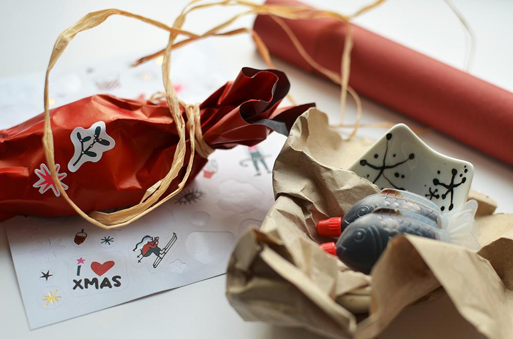 DIY-Geschenk bemaltes Porzellan verpacken