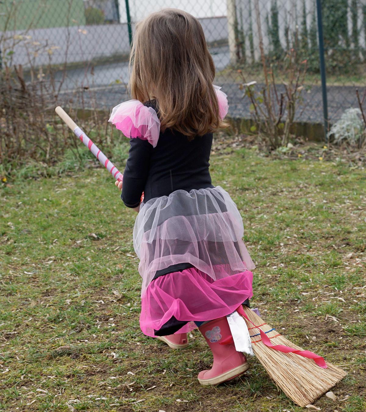 Hexenkleid mit Rüschen aus Tüll, genäht von Julie & Malotta