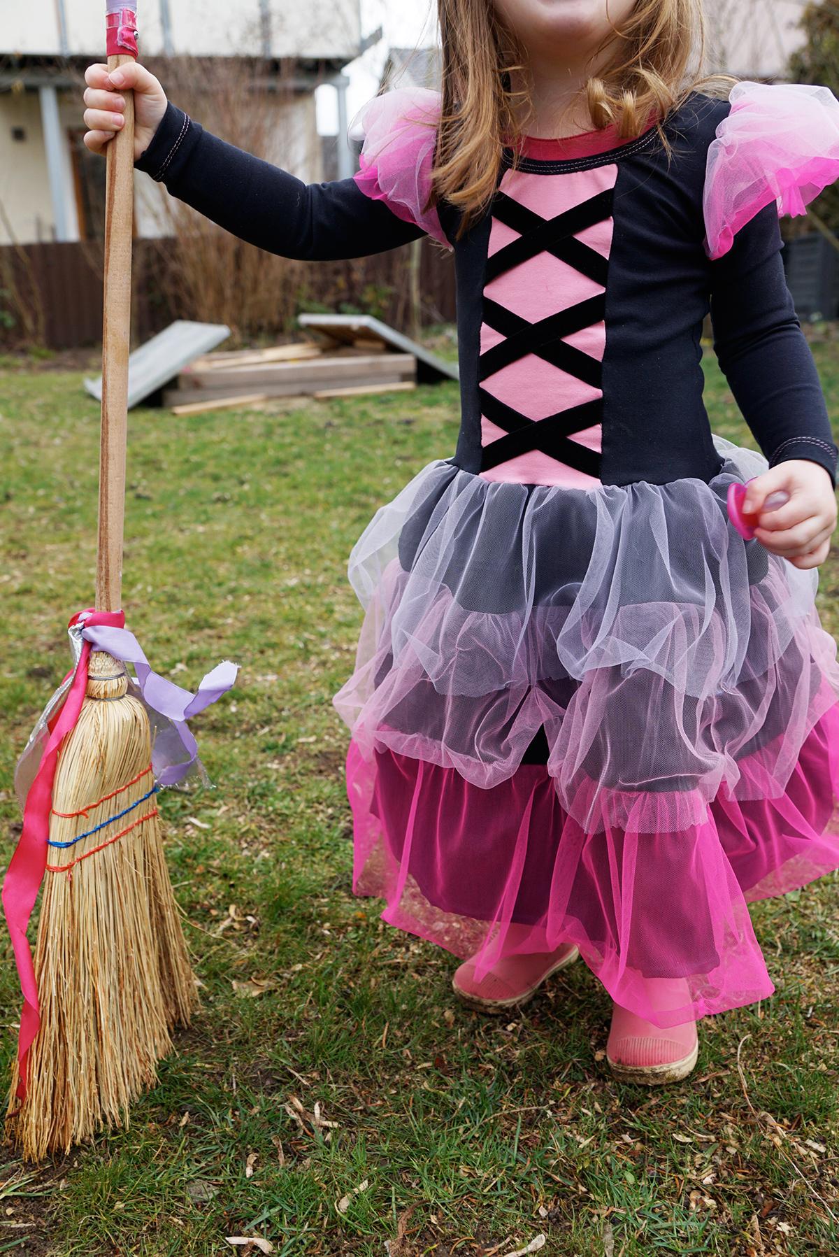 Hexen-Verkleidung für Mädchen nähen
