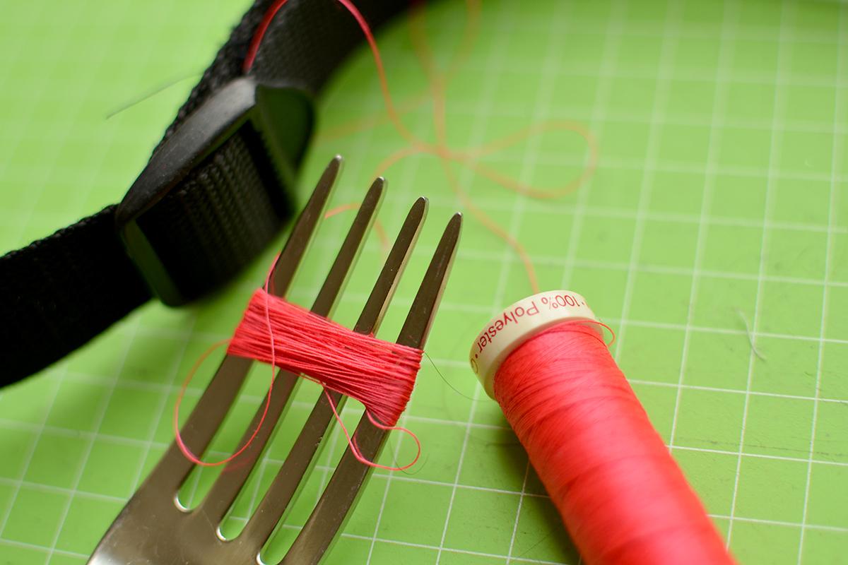 selfmade tassel aus Nähgarn über Gabel wickeln