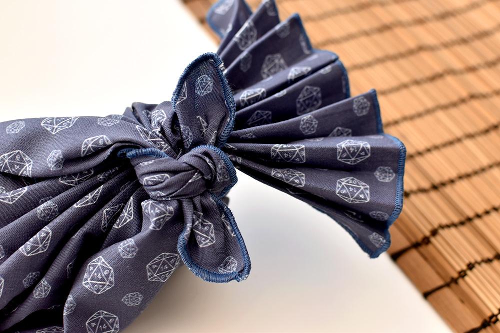Furoshiki mit Knoten und Plissee-Falten
