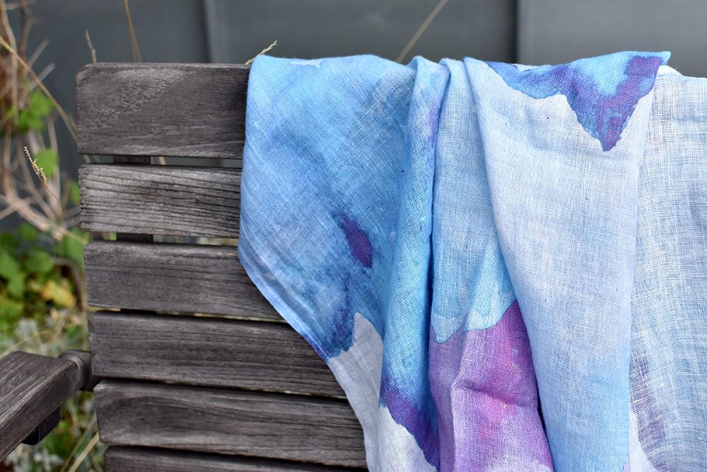 bedruckter Leinenstoff: Schal mit Aquarell-Print, von Prints on Linen in Vilnius