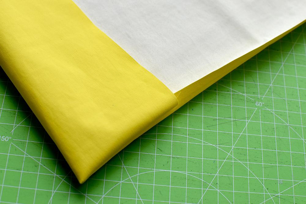 selbstgenähter Schulheft-Umschlag aus Regenjackenstoff: Ecke
