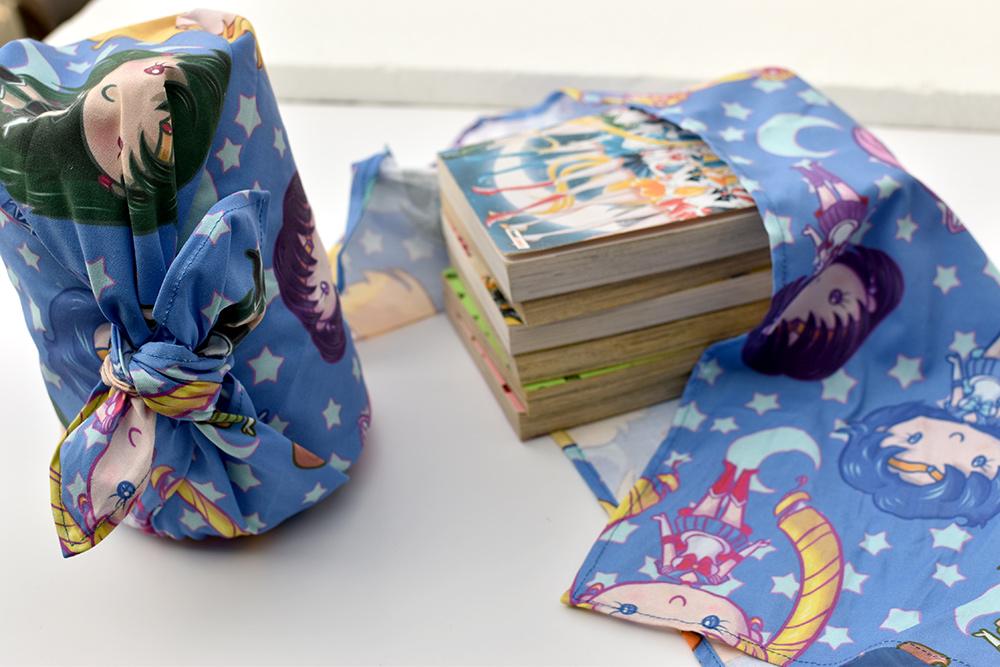 Furoshiki im Manga Anime Style als Verpackung für Geschenke