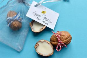 selfmade Lippenpflege mit Honig als Geschenk verpacken