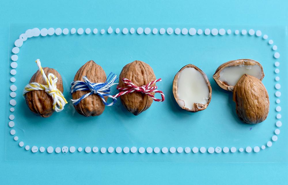 Geschenkidee: Walnüsse gefüllt mit Lippenpflege